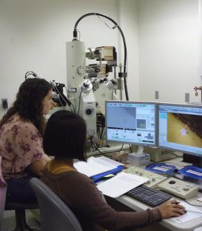 Students in GEOS600 learning the JEOL JXA-8530F