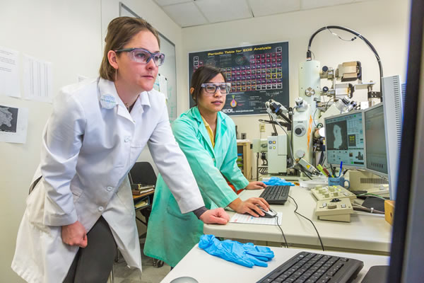 Graduate chemistry student Nicole Knight in the lab with assistant professor Sarah Hayes